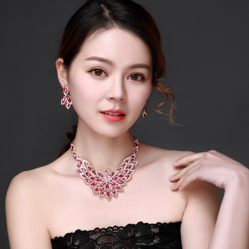 Pink peacock Crystal Rhinestone Crystal Statement Necklace - Luxury Elegant Fashion European Baroque pink Necklace For Party